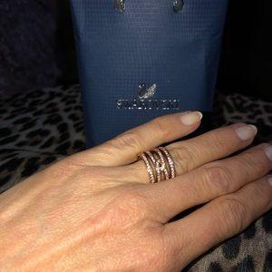 HOST PICK🛍🎉 Swarovski Rose Gold Infinity Ring